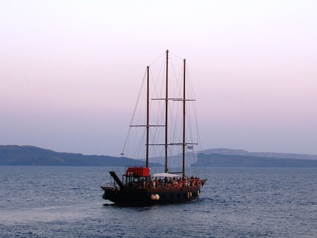 Enjoy #Santorini with Greek Island Cruises with #Keytours! http://blog.keytours.gr/2013/06/greek-island-cruises.html