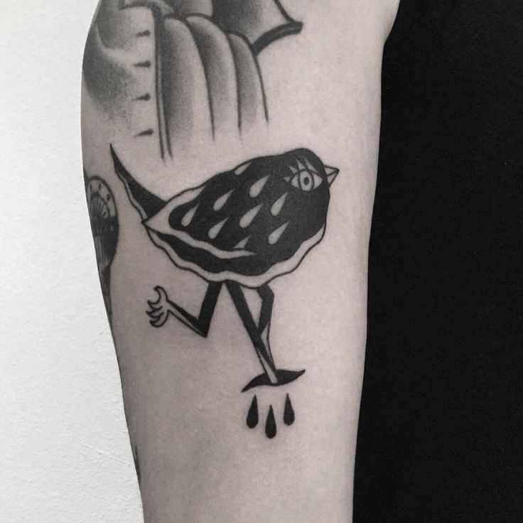 W E I R D O . Birdy done on my friend Anna, thanks tons!! / ptaszynka na Ani, dziekuje!!#birdtattoo #tattoo #tatuaż  #warsawtattoo #weirdo  #oldschooltattoo #cool #lublin #traditionaltattoo #хоумтату #tattoed #blacktattooart #stoner #poland #warszawa #ignorantstyletattoo #tattooworkers #polandtattoo #illustration #tattooapprentice #blacktattoo #blackworkers #apprenticetattoo #bird #onlyblackart #bttattooing