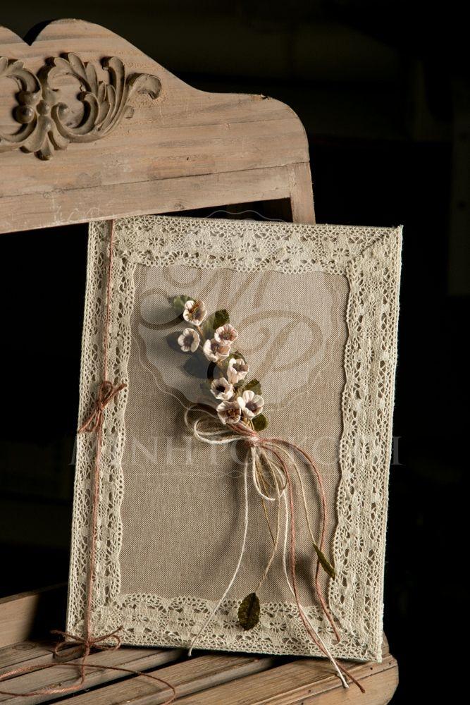 Βιβλίο ευχών γάμου ντυμένο με ύφασμα και vintage διακόσμηση