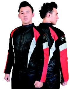 Jaket biker selain berfungsi sebagai pelindung, juga berfungsi sebagai gaya.