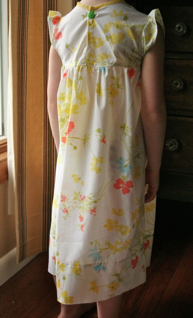 Vintage Pillowcase Nightgown Tutorial | Pretty Prudent