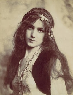 Evelyn Nesbit. Love her gypsy style from the Victorian/Edwardian period.