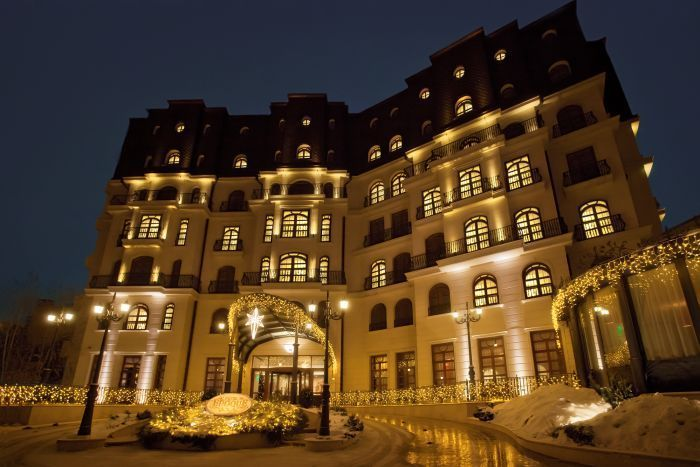 #EpoqueHotel, an exclusive retreat in the heart of #Bucharest is perfect option for both business and leisure traveler. It is elegantly decorated boutique hotel with spacious and air-conditioned rooms, as well as free on-site parking and free WiFi in all areas. #bucharesthotels #stay