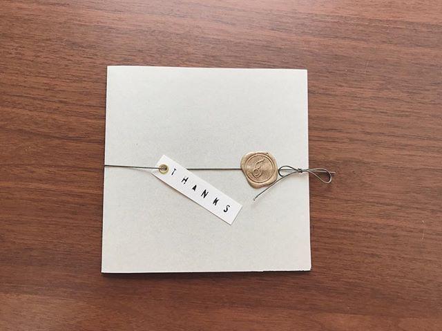 * * ProfileBook ・ ・ デザイン決定しました〜! ・ あとは印刷だけ! ・ ここ数日パソコンとにらめっこの毎日でしたが何とか形になりました♡ ・ 紐をほどいて表紙をめくると袋になっていて、そこにあいさつ、プロフィール、メニュー、席次表を入れる仕組みです。 ・ ・ ・ #2016秋婚 #プレ花嫁 #プロフィールブック #席次表 #手作りプロフィールブック #手作り席次表 #iphone7ゲット #ちーむ1008