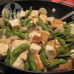 Gebratener Tofu mit Wasserkastanien und Zuckererbsen