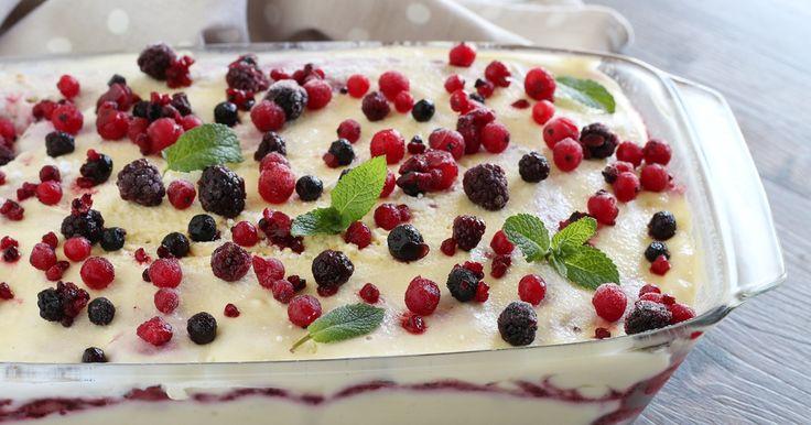 Il tiramisù ai frutti di bosco è un dolce squisito facile e irresistibile! Dessert che conquista tutti anche ai piccoli. Infatti, non essendo prevista la pr
