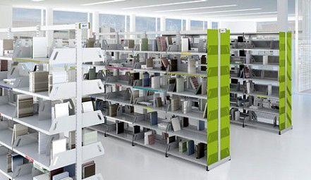 LEVEL, una colección de estanterías de chapa de acero para bibliotecas y espacios para archivo o exposición, compuesta a partir de una estructura de marco soldado y estética ligera con laterales.