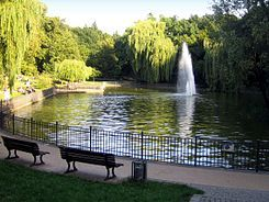 Volkspark Friedrichshain - huge park to relaxe, do sports (800m round to run, bouldering, beach volleyball field, ..), feed ducks, see the Märchenbrunnen (fairy tale fountain), playgrounds for kids, go sledding, ...