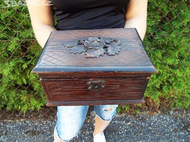 Krásná stará vyřezávaná dřevěná šperkovnice -800,- sbazar Příbram
