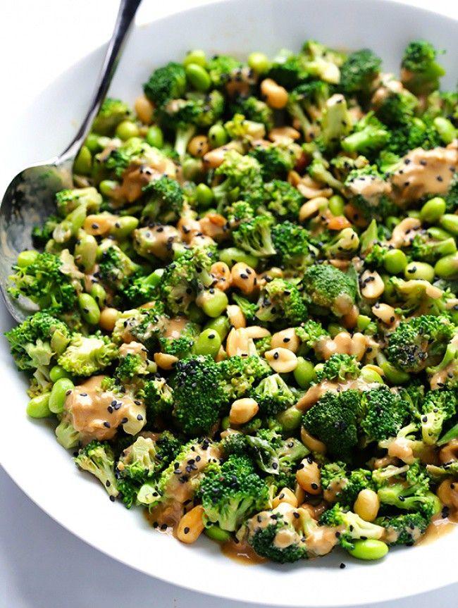 Азиатский салат с брокколи и арахисовым соусом
