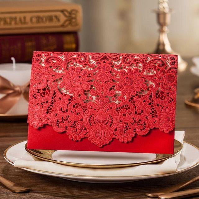 10 unids Rojo Laser Cut Floral chino tarjeta de invitación de boda rojo Tarjeta Del Asiento de la tabla Tarjeta del Lugar de Favores De La Boda Y regalos