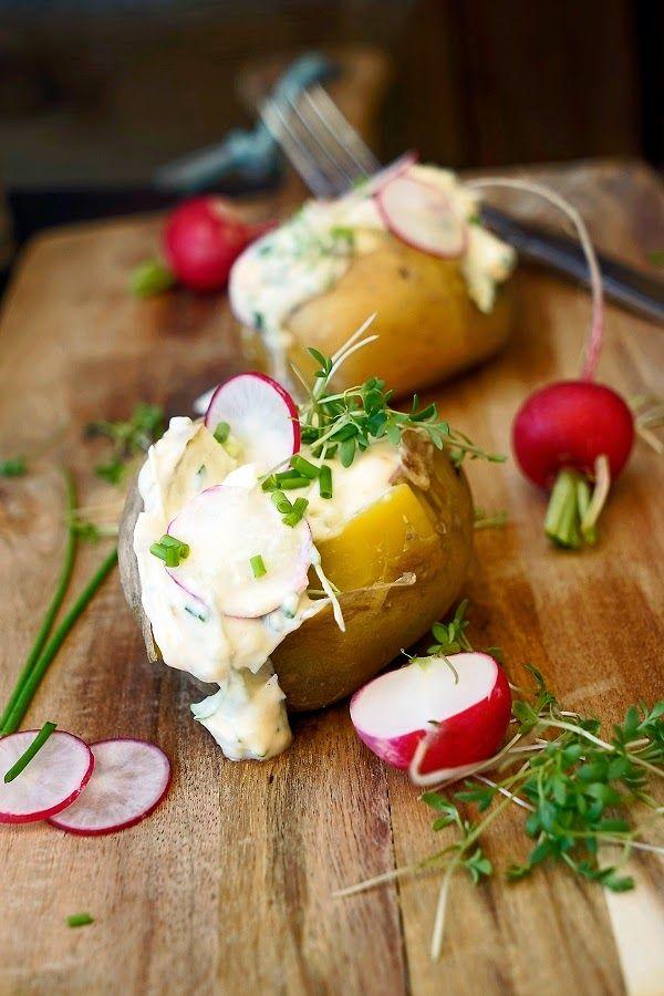 Gebackene Kartoffeln mit einer Radieschen-Quark-Creme