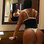 """Gracyanne Barbosa posta foto com fio dental e """"para"""" internet"""