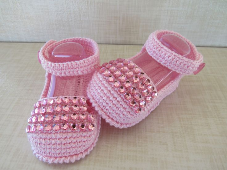 sandalia feita em croche, cores e tamanhos a criterio do cliente.  tamanhos:0 a 3 meses,3 a 6 meses !!!  informar o tamanho no ato da compra!