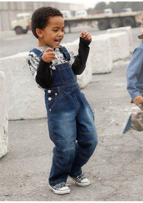 Комбинезон - http://www.quelle.ru/Kids_collection/Boys_collection/Boys_trousers/Boys_Jeans/Kombinezon__r456861_m238597.html?anid=pinterest&utm_source=pinterest_board&utm_medium=smm_jami&utm_campaign=board4&utm_term=pin45_04042014 Удобный джинсовый комбинезон для повседневной носки. #quelle #jeans #overall #kids #spring