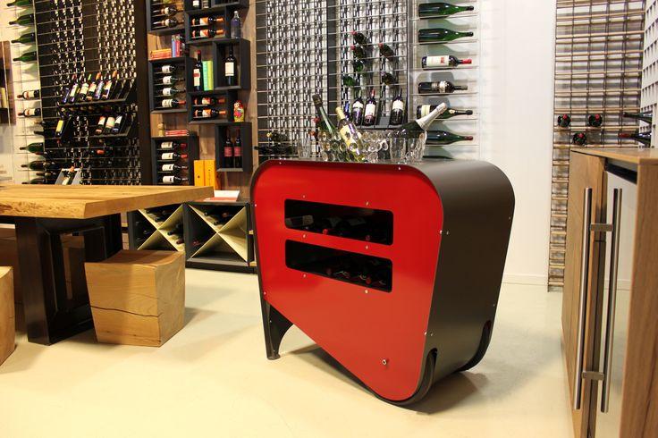 Carrello #portabottiglie #vino dal #design #MadeInItaly per un servizio agevolato del #vino - #Made in Italy #Design #Wine trolley for #wineservice