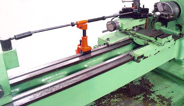 Threading attachment from Guindy Machine Tools, suitable for manual lathes.