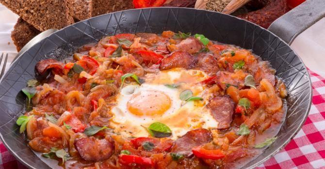 Recette de Ratatouille minceur œuf et chorizo à l'orientale. Facile et rapide à réaliser, goûteuse et diététique.