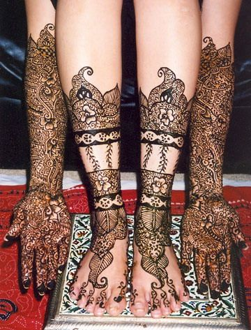 Pakistani Mehndi: Here are a few pakistani mehndi designs that you will find extremely interesting.