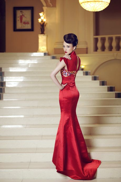 Spectacular luxury red Chinese wedding dress