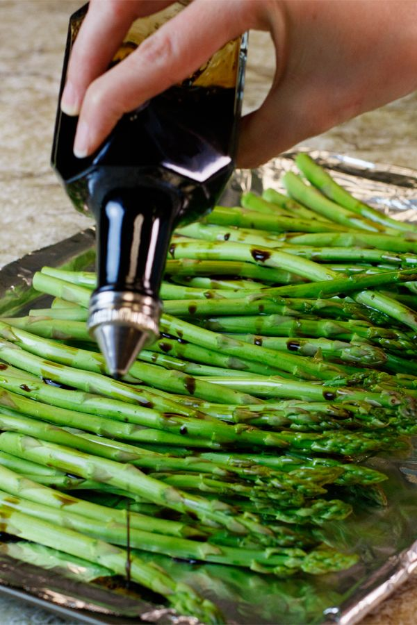This light roasted asparagus recipe will be the perfect easy side dish for weeknight dinner. Simply drizzle with olive oil and balsamic vinegar then sprinkle with garlic powder and black pepper. Then, roast in the oven for a crispy, caramelized version of your new favorite veggie. Click through to check out more easy low sodium recipes.