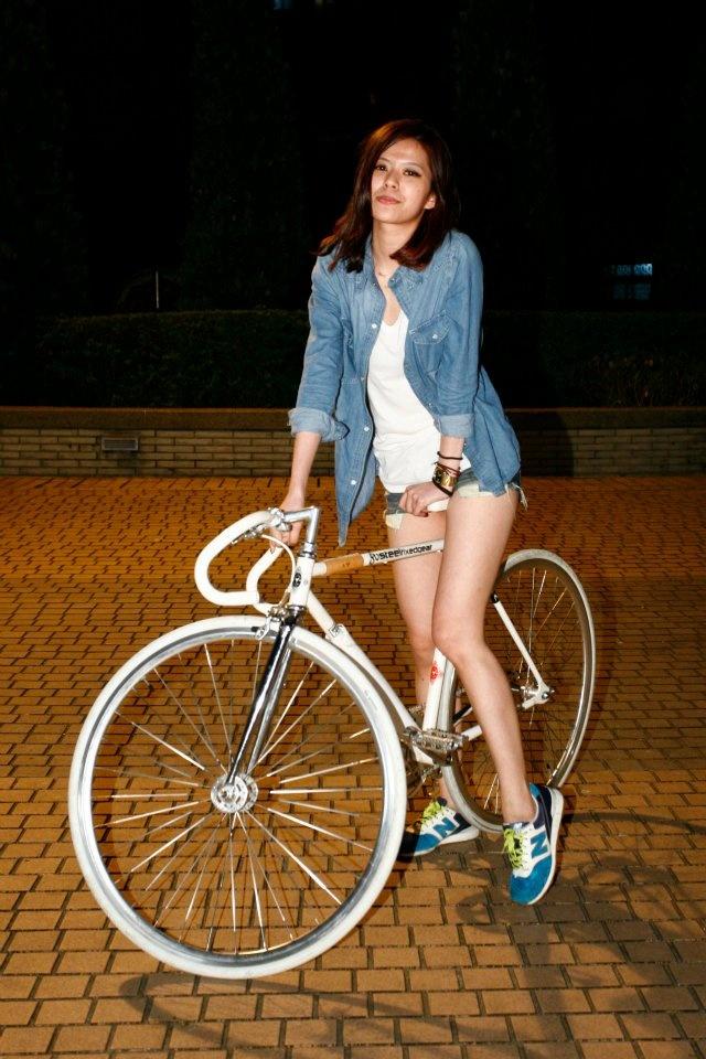 Girl + bike  from FIXED GEAR GIRL TAIWAN