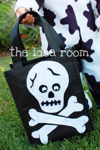 Make your own Halloween Treat Bags| theidearoom.net