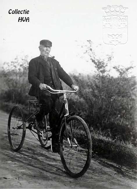 Boer Paulus de Klerk op zijn fiets / farmer Paulus de Klerk on his bike