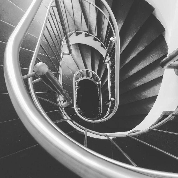 Feierabend.  ______ #stuttgart #stairs #treppen #blackwhite #bw #feierabend #königstraße #0711 #kessel #architekture #architecture