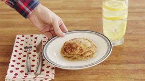 Buat Pancake Dengan Menggunakan 3 Bahan