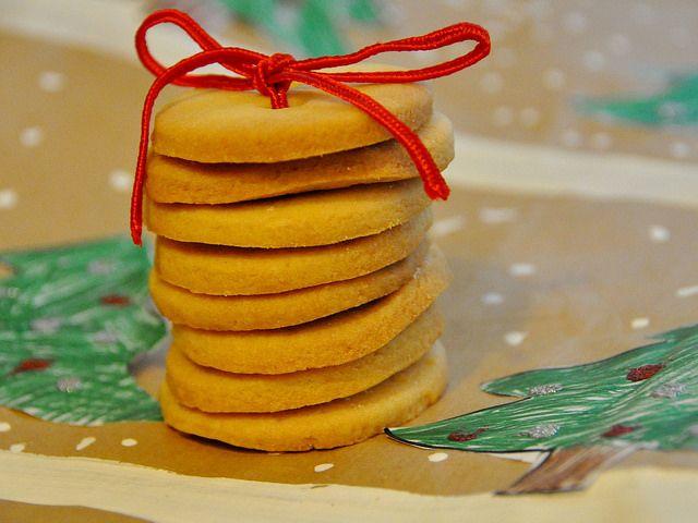 I biscotti senza glutine e latte Bimby non solo sono perfetti per gli intolleranti ma anche per chi deve tenere sotto controllo la linea.
