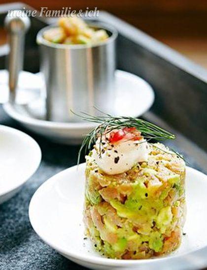 Einfach vorzubereiten und ruckzuck fertig, aber auch kulinarisch begeistert die Kombination von Lachs und Avocado