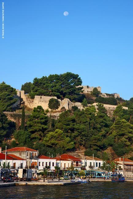 Κάστρο Βόνιτσας: Το πρωτοέχτισαν οι Βενετοί τον 11ο αι. με την άδεια των Κομνηνών ως μέρος ενός δικτύου που ήλεγχε την ευρύτερη περιοχή μαζί με τα κάστρα στην Πρέβεζα, τη Λευκάδα αλλά και τη Ναύπακτο