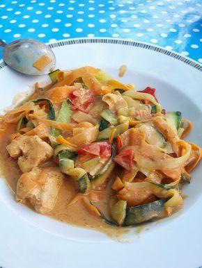 Zucchini-Karotten-Bandnudeln mit Hähnchen und Tomate, ein gutes Rezept aus der Kategorie Geflügel. Bewertungen: 246. Durchschnitt: Ø 4,6.