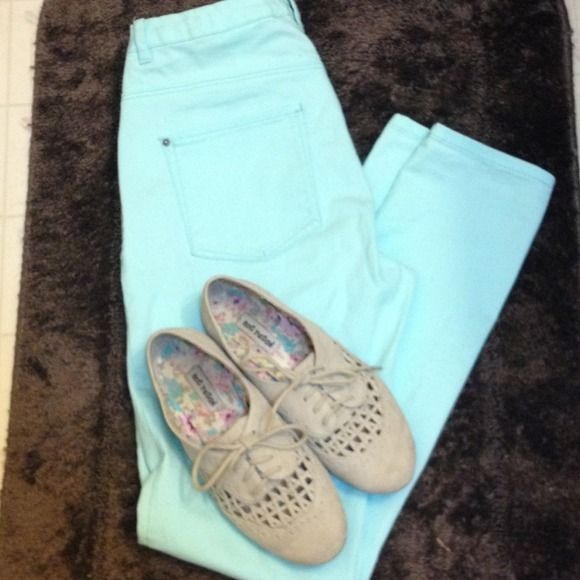Teal skinny jeans Beautiful teal skinny jeans! Wonderful for everyday! H&M Pants