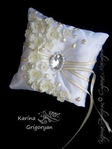 Сегодня я с свадебными аксессуарами  Начну пожалуй с шкатулок, подставок и подушечек для колец. Свадебная шкатулка-подушка для колец Размер 16х11см фото 28