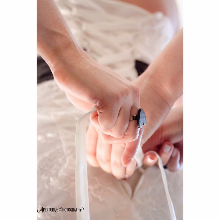 Helping hands #aperturaphotography #weddingphotography