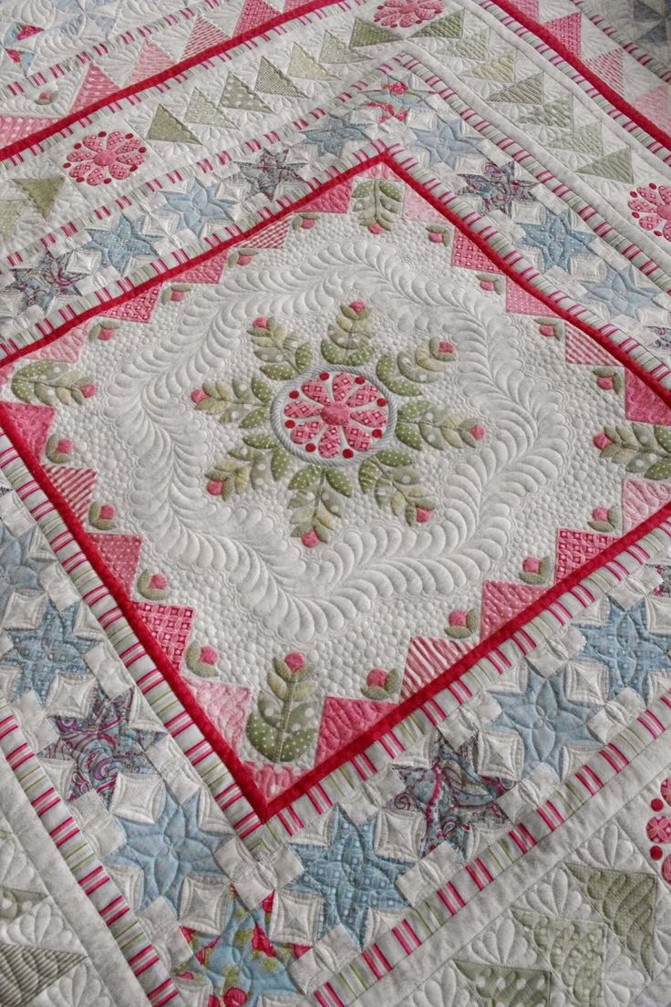 Snowflake Medallion Quilt, custom quilted by Karen Terrens at Quilts on Bastings (Australia).  Quilt design by Emma and Pam Jansen.