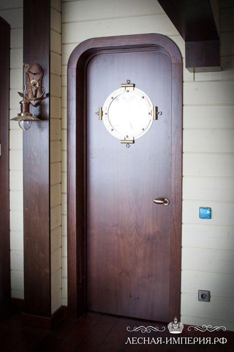 стильная дверь из массива дерева