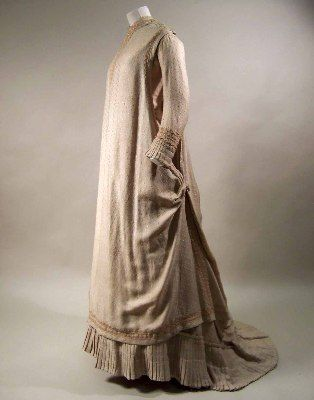1879-1880 two-piece aesthetic dress in cream silk, figured with geometric pattern.  'Worn by Madame Canziani', presumably Madame Starr Canziani, nee Louisa Starr (1845-1909), the first woman artist to be awarded a Royal Academy medal. Via  Manchester City Galleries.