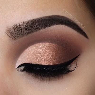 """Ombré cut crease Brows: @beautybakeriemakeup • Brown BROWnies Eyes: @beautybakeriemakeup • Neapolitan EyesCream palette (""""Strawberry"""" and """"You Scream"""" in the crease/outer v, """"Chocolate Chip"""" """"Powdered Sugar"""" and """"Pistachio on lid) Glitter: @beautybakeriemakeup • Brown sprinkles to line the bottom of the liner Liner: @beautybakeriemakeup • black milk gelato Lashes: @luxylash • in """"keep it 100"""" as always #beautybakerie #makeup #instamakeup #cosmetic #cosmetics #mua #fashion #eyeshadow #l..."""