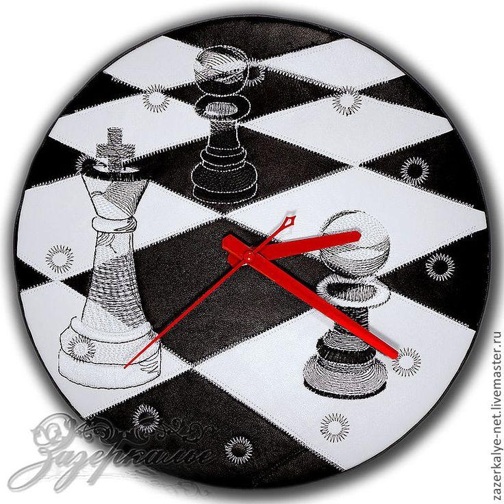 """Купить Кожаные часы-пэчворк с вышивкой """"Шахматы"""" - часы интерьерные, часы, часы настенные"""