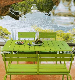 Fris groene tuintafel -en stoelen van #Fermob