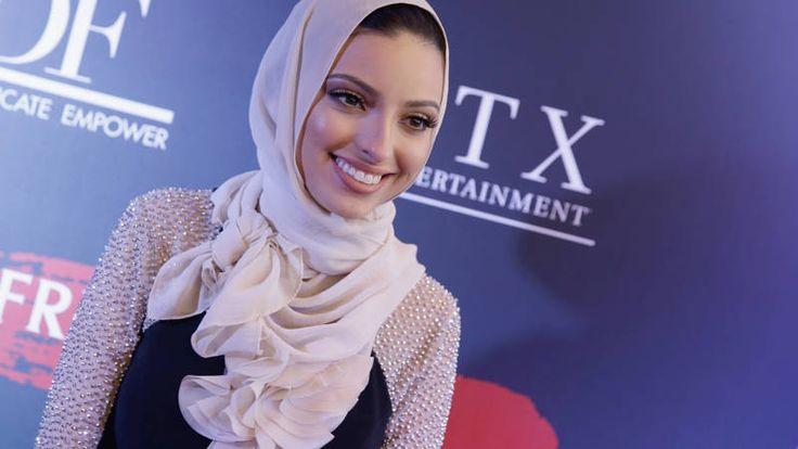 De vrouw hoopt ook de eerste Amerikaanse te worden die met een hoofddoek om het nieuws presenteert.