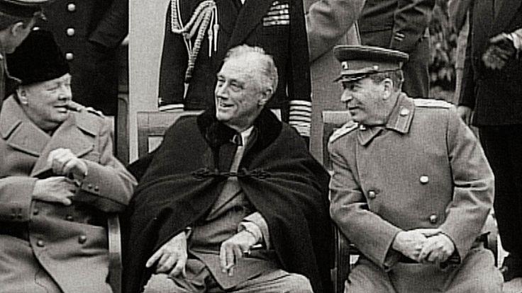 Jaltalla neuvottelivat Iso-Britannian Winston Churchill (vas.), Yhdysvaltain Franklin Roosevelt ja Neuvostoliiton Josef Stalin.