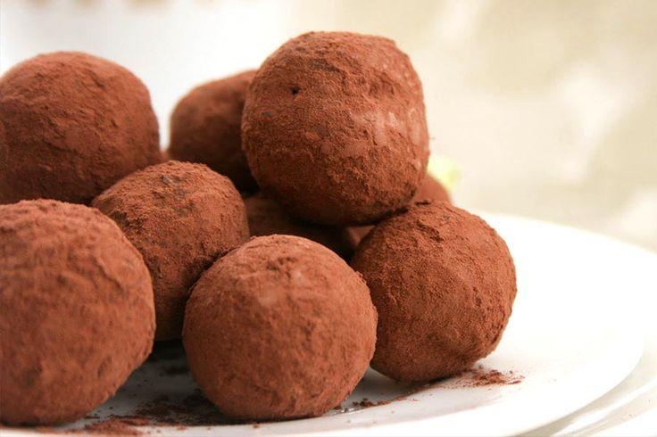 Recette de truffes au chocolat au Thermomix TM31 ou TM5. Préparez ce dessert en mode étape par étape comme sur votre Thermomix !