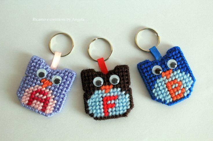 Gufo porta chiavi con iniziale fatto a mano, by Ricamo e creazioni by Angela, 6,50 € su misshobby.com