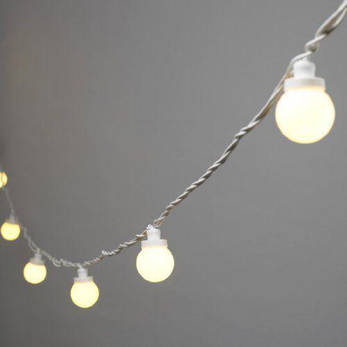 Guirlande lumineuse extérieure LED, 10 ampoules blanches chaudes en plexiglas, 3 LEDs par globe, 5 mètres de Foudelumiere, http://www.amazon.fr/dp/B0039IEPUG/ref=cm_sw_r_pi_dp_9iFnrb0PNG8A6