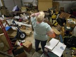 Signs and symptoms of compulsive hoarding