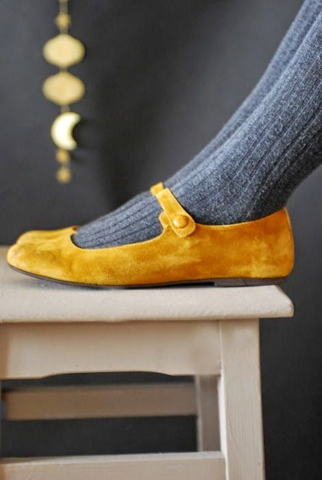 Yellow senape flat shoes with grey socks